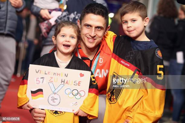 Marcel Goc of the German ice hockey team poses with his children during the welcome ceremony for the members of Team Germany after their return from...