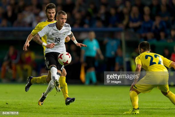 Marcel Hartel of Germany battle for the ball during the U21 UEFA 2018 EM Qualifying match between Germany and Kosovo at the Stadion Bremer Bruecken...