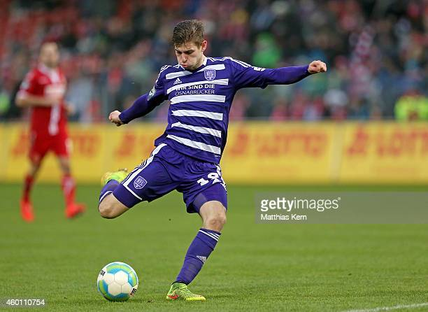 Marcel Kandziora of Osnabrueck runs with the ball during the third league match between FC Energie Cottbus and VFL Osnabrueck at Stadion der...