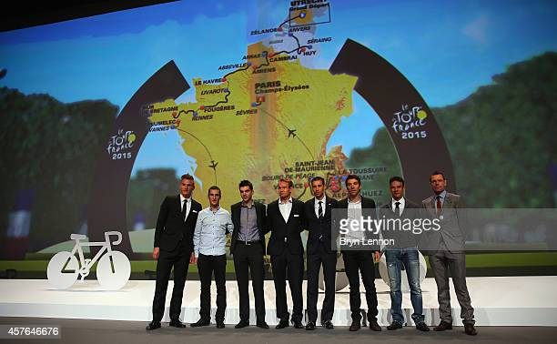 Marcel Kittel Blel KadriTony Gallopin Alexandre Kristoff Vincenzo Nibali Thibaut Pinot JeanChristophe Peraud and Cadel Evans pose with a route map of...