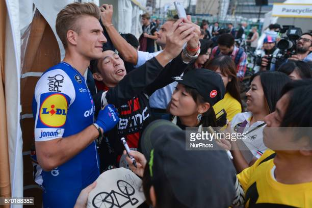 Marcel Kittel poses for selfies with fans during the 5th edition of TDF Saitama Criterium 2017 Sprint Race On Saturday 4 November 2017 in Saitama...