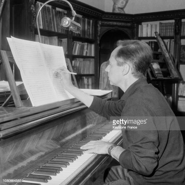 Marcel Landowski vient d'être nommé à la Direction de la Musique au Ministère de la Culture en mai 1966 à BoulogneBillancourt France
