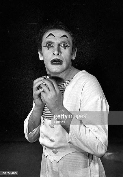 Marcel Marceau, French mimer. 1956. LIP-32590-006A.