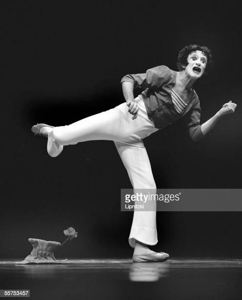 Marcel Marceau, French mimer. Paris, theater of the Gym. October 27, 1990. LIP-075065-152.