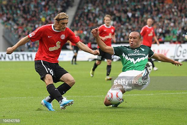 Marcel Risse of Mainz scores his team's first goal during the Bundesliga match between Werder Bremen and FSV Mainz 05 at the Weser Stadium on...