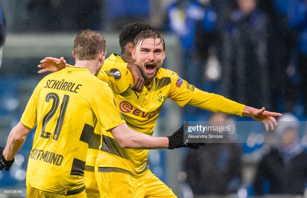 Marcel Schmelzer of Borussia Dortmund celebrates after scoring the goal to the 1:1 during the UEFA Europa League match between Atalanta Bergamo and Borussia Dortmund at the Stadio Atleti Azzurri d'Italia on February 22, 2018 in Reggio Emilia, Italy.