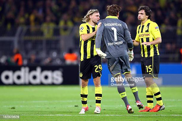 Marcel Schmelzer Roman Weidenfeller and Mats Hummels of Dortmund celebrate the 10 vicztory after the UEFA Champions League group D match between...