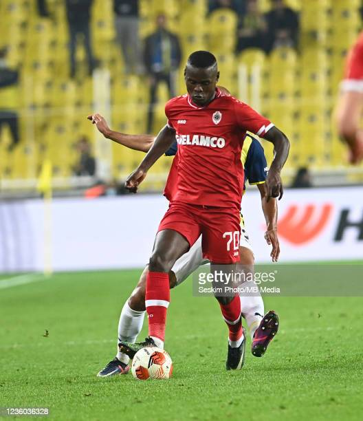 Marcel Tisserand of Fenerbahce and Mbwana Samatta of Antwerp FC during the UEFA Europa League group D match between Fenerbahce and Royal Antwerp FC...