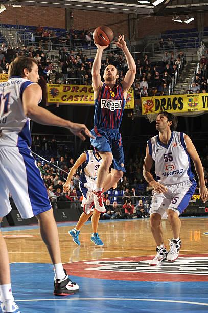 Fotos und bilder von fc barcelona regal v bennet cantu Action regal