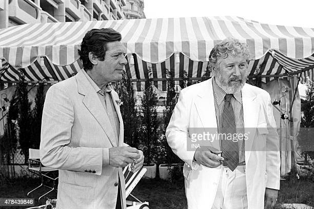 Marcello Mastroianni and Peter Ustinov in a cocktail during the Festival