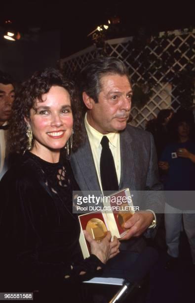 Marcello Mastroianni et Barbara Hershey avec leur Prix d'interprétation le 19 mai 1987 à Cannes France