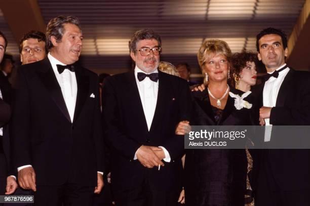 Marcello Mastroianni le réalisateur Ettore Scola Marina Vlady et Massimo Troisi lors de la présentation du film 'Splendor' le 14 mai 1989 à Cannes...