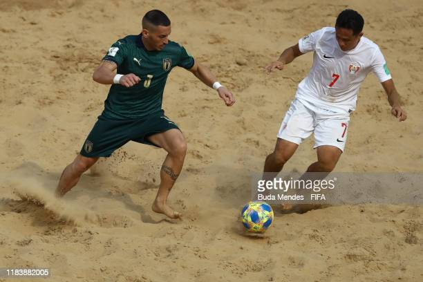 Marcello Percia Montani of Italy is challenged by Raimana Li Fung Kuee of Tahiti during the FIFA Beach Soccer World Cup Paraguay 2019 group B match...