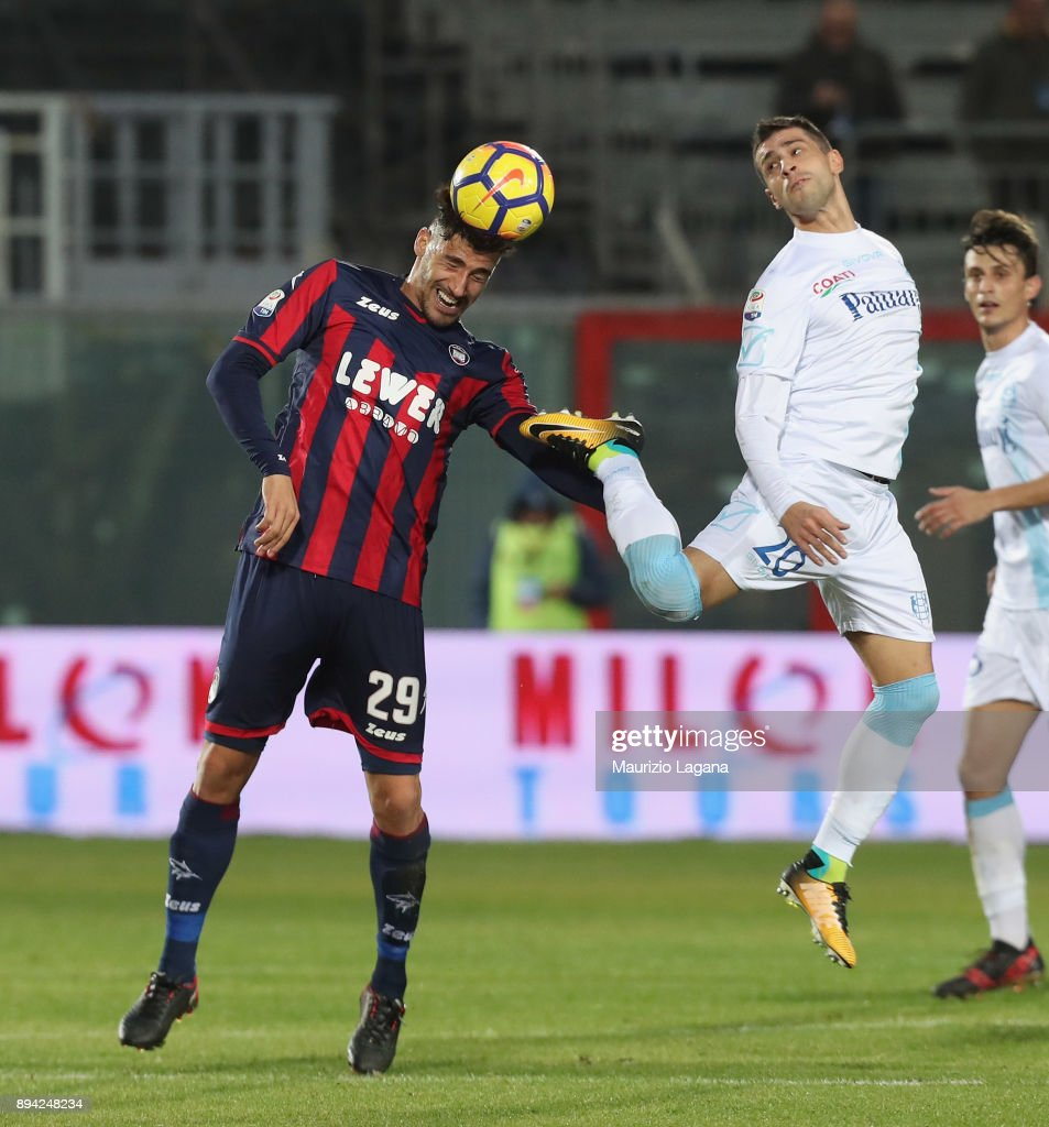 Marcello Trotta (L) of Crotone competes for the ball with Manuel Pucciarelli of Chievo during the Serie A match between FC Crotone and AC Chievo Verona at Stadio Comunale Ezio Scida on December 17, 2017 in Crotone, Italy.