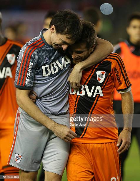 Marcelo Barovero of River Plate is greeted by Leonardo Ponzio of River Plate at the end of a match between River Plate and Gimnasia y Esgrima La...