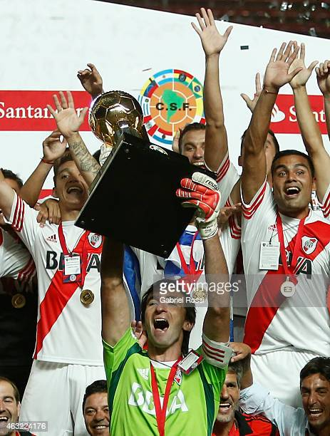 Marcelo Barovero of River Plate raises the trophy as he celebrates with his teammates after wining a second leg match between San Lorenzo and River...