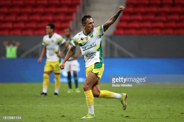 Marcelo Benitez of Defensa y Justicia celebrates after scoring the second goal of his team during a match between Palmeiras and Defensa y Justicia as...