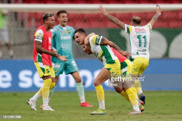 Marcelo Benítez of Defensa y Justicia celebrates with teammates after scoring the second goal of his team during match between Palmeiras and Defensa...