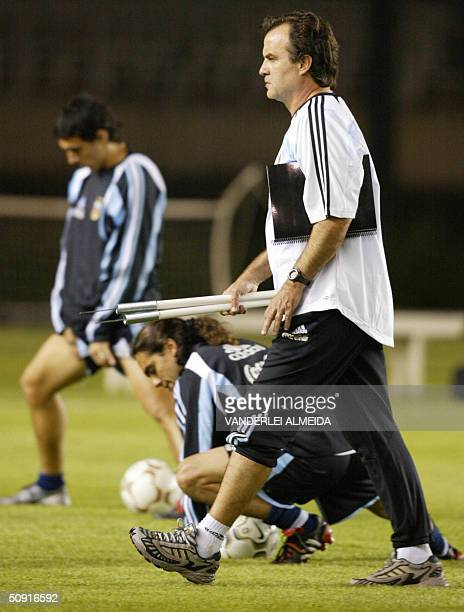 Marcelo Bielsa coach of the Argentinian soccer team leeds a training session in Belo Horizonte Brazil 01 de June 2004 on the eve of the South...