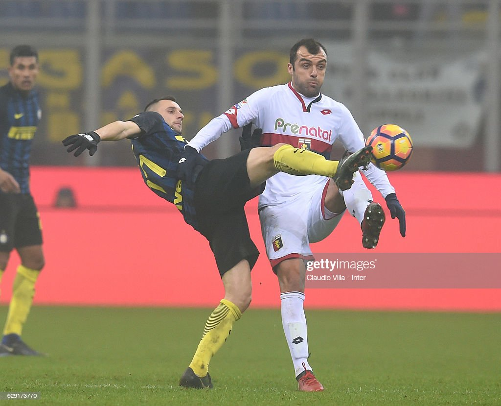 Marcelo Brozovic of FC Internazionale (L) and Goran Pandev of Genoa CFC compete for the ball during the Serie A match between FC Internazionale and Genoa CFC at Stadio Giuseppe Meazza on December 11, 2016 in Milan, Italy.