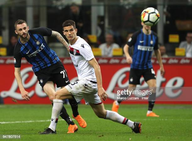 Marcelo Brozovic of FC Internazionale in action during the serie A match between FC Internazionale and Cagliari Calcio at Stadio Giuseppe Meazza on...