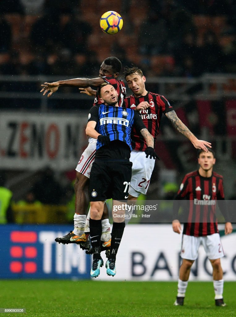 Marcelo Brozovic of FC Internazionale #77 in action during the TIM Cup match between AC Milan and FC Internazionale at Stadio Giuseppe Meazza on December 27, 2017 in Milan, Italy.