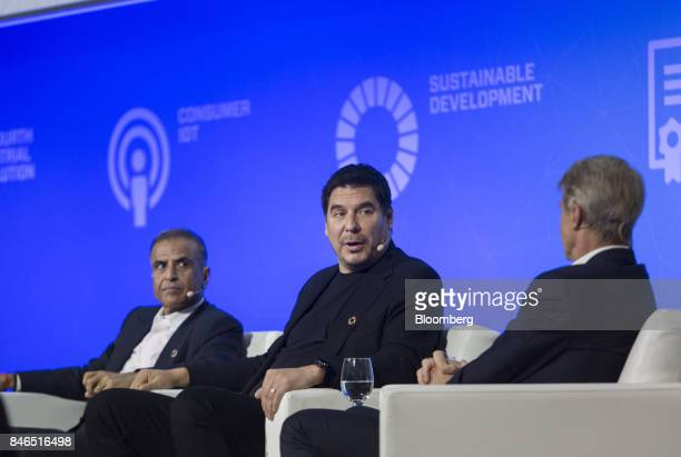 Marcelo Claure chief executive officer of Sprint Corp center speaks as Sunil Mittal chairman of Bharti Airtel Ltd left listens during the Mobile...