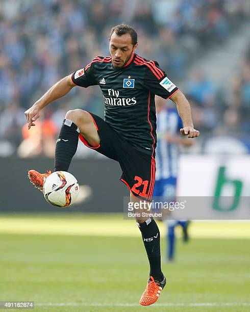 Marcelo Diaz of Hamburger SV controls the ball during the Bundesliga match between Hertha BSC and Hamburger SV at Olympiastadion on October 3 2015 in...