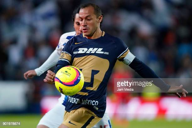 Marcelo Diaz of Pumas tries to control the ball during the first round match between Pachuca and Pumas UNAM as part of the Torneo Clausura 2018 Liga...
