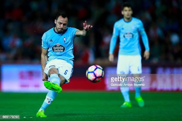 Marcelo Diaz of RC Celta de Vigo scores their second goal during the La Liga match between Granada CF and Real Club Celta de Vigo at Estadio Nuevo...