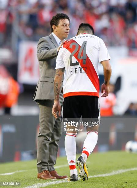 Marcelo Gallardo coach of River Plate gives instructions to his player Enzo Perez during a match between River Plate and Argentinos Juniors as part...