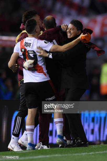 Marcelo Gallardo head coach of River Plate celebrates with his players the second goal of their team scored by Ignacio Fernandez during the semi...