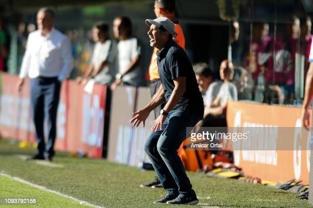 Marcelo Gómez head coach of Godoy Cruz gestures during a match between Boca Juniors and Godoy Cruz as part of Superliga 2018/19 at Estadio Alberto J...