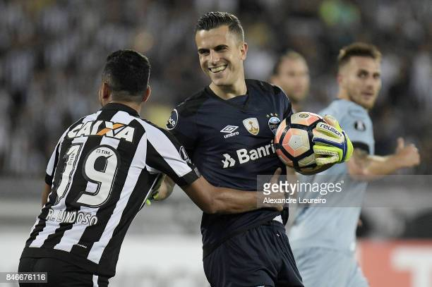 Marcelo Grohe of Gremio hugs Rodrigo Lindoso during the match between Botafogo and Gremio as part of Copa Bridgestone Libertadores 2017...