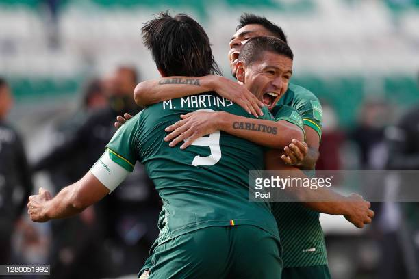 Marcelo Martins of Bolivia celebrates with teammates the first goal of his team during a match between Bolivia and Argentina as part of South...