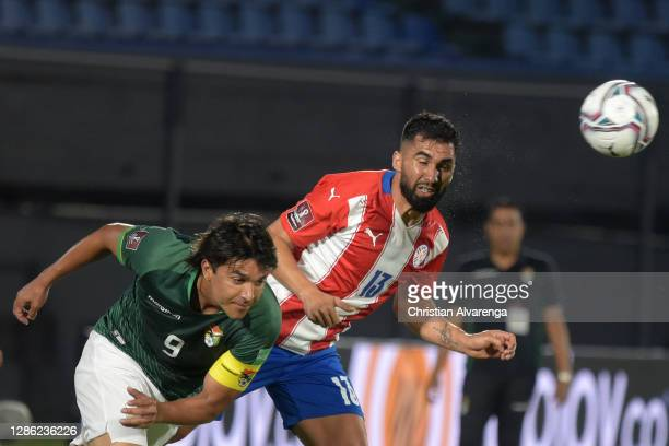 Marcelo Martins of Bolivia competes for the ball with Alberto Espínola of Paraguay during a match between Paraguay and Bolivia as part of South...