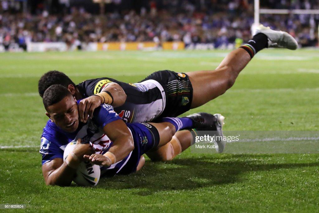 Marcelo Montoya of the Bulldogs scores a try during the NRL round eight match between the Penrith Panthers and Canterbury Bulldogs on April 27, 2018 in Penrith, Australia.