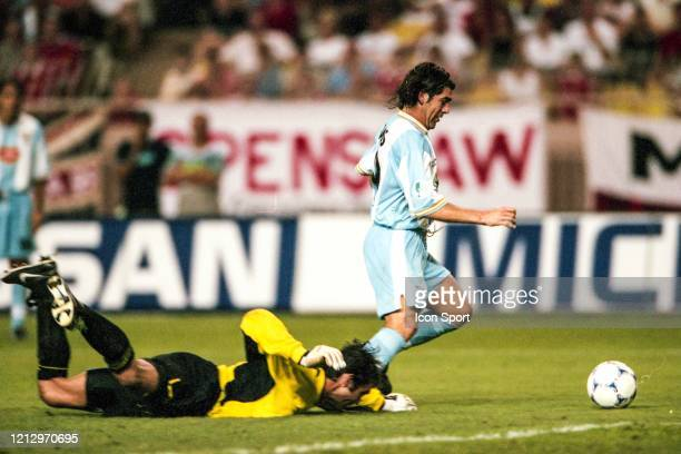 Marcelo SALAS of Lazio score his goal against Raimond VAN DER GOUW of Manchester United during the UEFA Super Cup match between Lazio Roma and...
