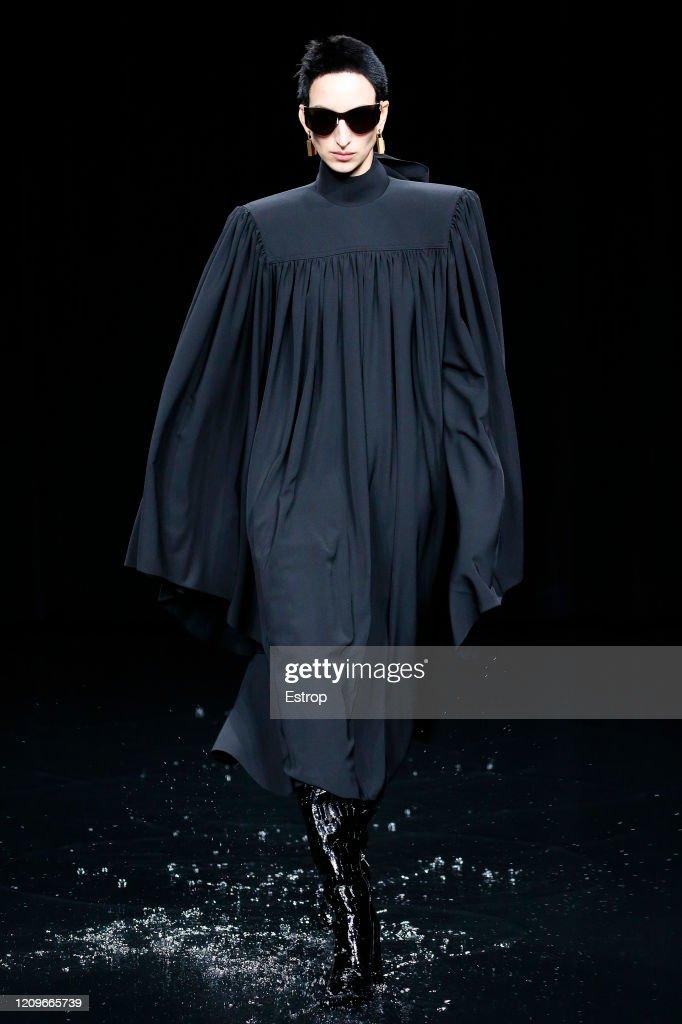 Balenciaga : Runway - Paris Fashion Week Womenswear Fall/Winter 2020/2021 : ニュース写真