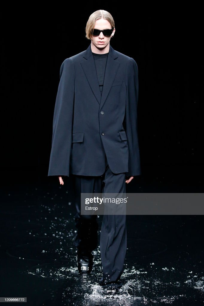 Balenciaga : Runway - Paris Fashion Week Womenswear Fall/Winter 2020/2021 : ニュース写真