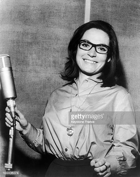 March 1963 portrait of the singer Nana MOUSKOURI, while recording the song MY COLOURING BOOK in London. That year she presented herself at the Grand...