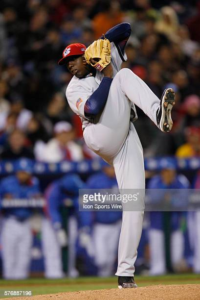 Dontrelle Willis of the USA pitches against Korea in the WBC game at Angel Stadium in Anaheim CA
