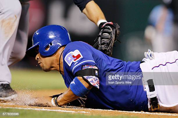 Texas Rangers catcher Robinson Chirinos is picked off at 1st base during the MLB spring training game between the Texas Rangers and Tigres de...