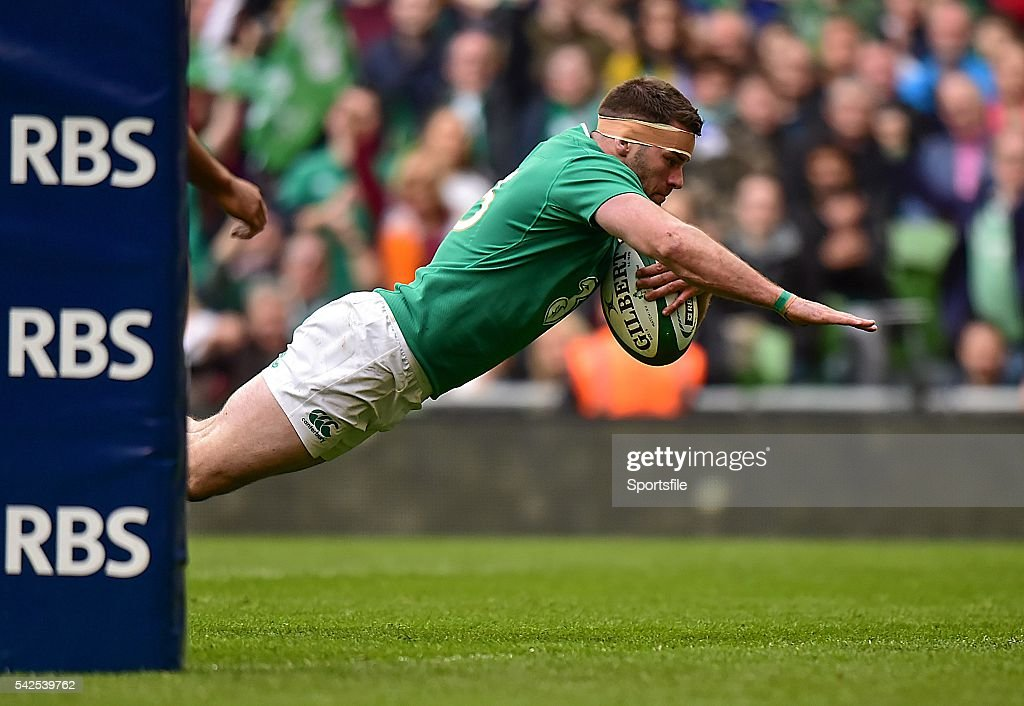 12 March 2016; Fergus McFadden, Ireland, dives over to score his side's ninth try of the game. RBS Six Nations Rugby Championship, Ireland v Italy. Aviva Stadium, Lansdowne Road, Dublin. Picture credit: Ramsey Cardy / SPORTSFILE