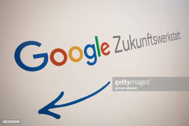 A sign with the Google logo showing the way to the Google future workshop Hamburg Teachers and pupils professionals and founders are to be made more...