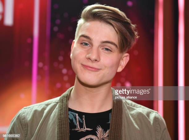March 2018, Germany, Hof: The Swiss pop singer Vincent Gross emerges on the stage at the gala 'Willkommen bei Carmen Nebel' on the ZDF channel. The...