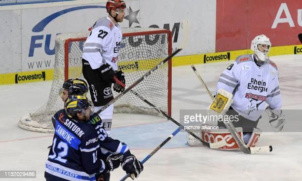 Ice hockey DEL ERC Ingolstadt Kölner Haie championship round quarter finals 4th matchday in the Saturn Arena Ingolstadts Patrick Cannone and Brandon...