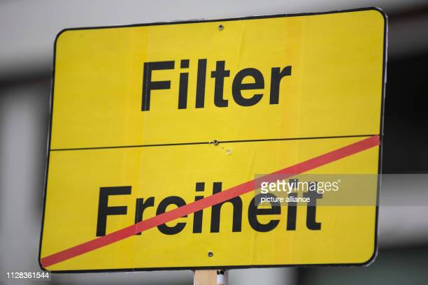 Filter and the crossed out word Freiheit are written on a poster reminiscent of placename signs at a demonstration of the alliance Berlin gegen 13...