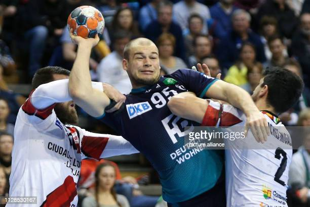 Handball EHF Cup Füchse Berlin CB Ciudad de Logrono main round group A 4th matchday Berlin's Paul Drux fights his way through the defence of Juan Del...