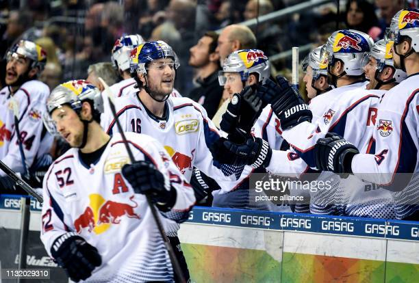 Ice hockey DEL Eisbären Berlin EHC Red Bull Munich championship round quarter finals 4th matchday The people of Munich are happy about a hit Photo...